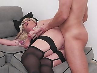 Mature sex bomb gets anal sex from lucky boy anal blowjob mature video